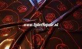 Latex met grote rode rozen