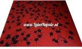 Latex sheet met spetters rood zwart om zelf latex kleding te maken ipv te kopen Halloween of Cosplay 02