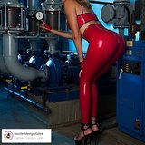 dazzled designs latex amsterdam latexrepair cursus workshop zelf latex kleding maken rode legging