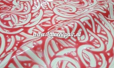 Exclusief latex - Claret rode krullen wit latex