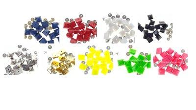 Plastic studs met pin