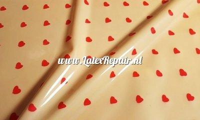 Latex met kleine hartjes om zelf latex kleding te maken