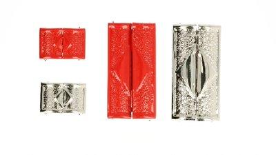 klemgespen rood en zilver metaal