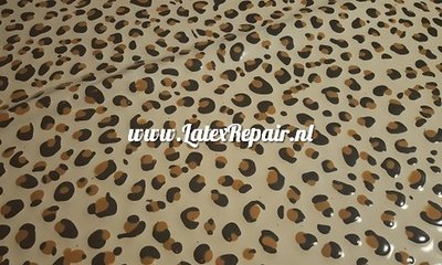 Leopard snow latex wit white black brown spots 02 luipaard