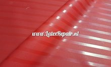 Rood gestreept latex mat hoogglans reliëf structuur 3d